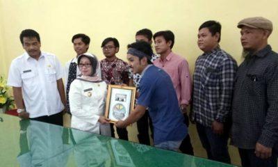 Munjidah Apresiasi Jombang Beriman Karya Central of Peace