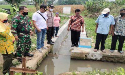 Peninjauan proyek irigasi P3TGAI di Desa Penggaron Kecamatan Mojowarno.